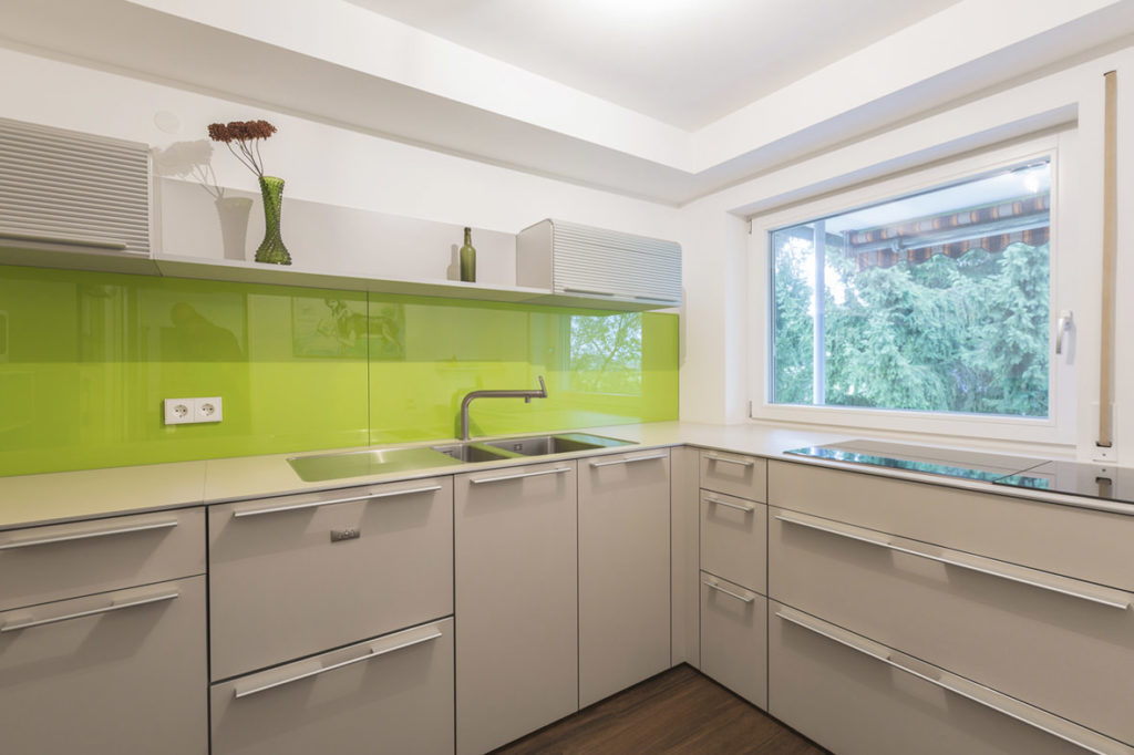Schöne Küche mit Ausblick Ferienwohnung Bucher Mühle Umkreis Ulm