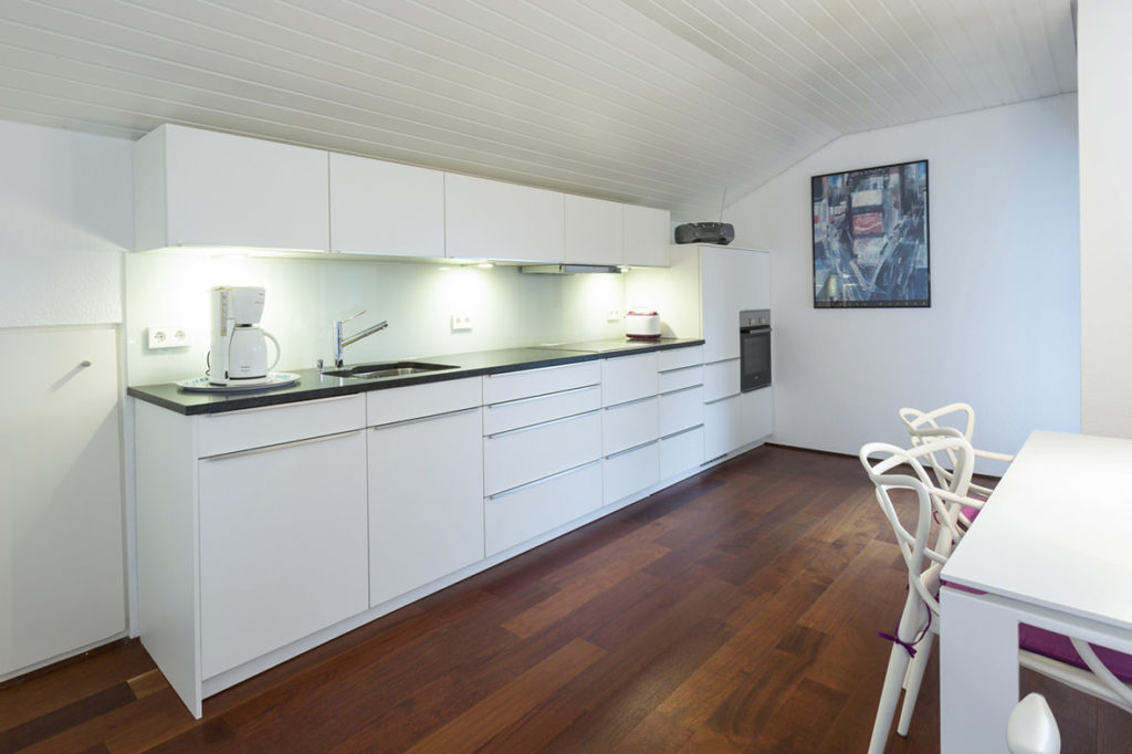 Ferienwohnung mit großer Bulthaup Küche und schönem Wohn- Esszimmer