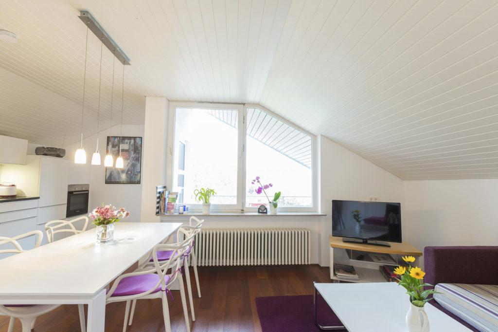 Großes Wohn- Esszimmer mit großer Bulthaup Küche und großem Esstisch